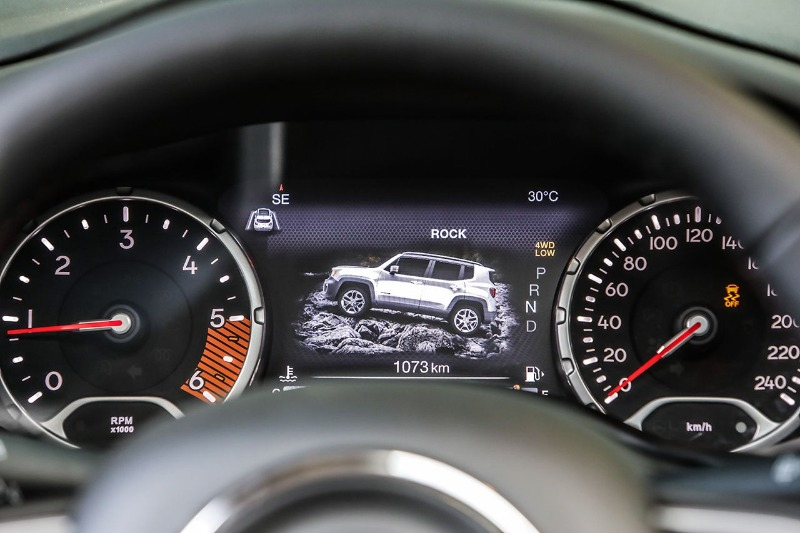 Jeep_New-Renegade-MY19-Trailhawk_22.jpg